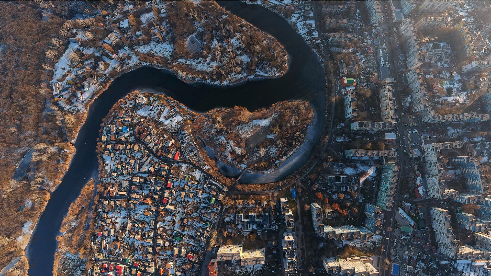 Вечерний город с высоты птичьего полета, февраль 2020